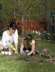 mom_daughter_gardening_400