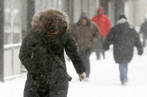 large_snow_newark_woman1