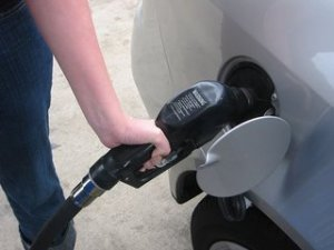 filling-up-car